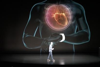 애플워치 시리즈4에서 가장 중점을 둔 기능은 건강 관리다. 특히 심장의 이상상태를 확인하는 심전도 기능이 눈길을 끈다. 사진=최호섭 제공