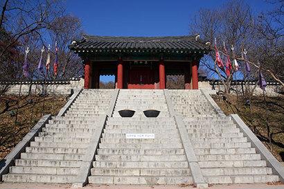 고려 무신정권이 궁궐을 짓고 40년 동안 몽골에 대항해 싸웠던 고려궁지. 대몽항쟁의 아이콘 삼별초는 사실 몽골군과 제대로 싸운 적이 없었다. 사진=구완회 제공