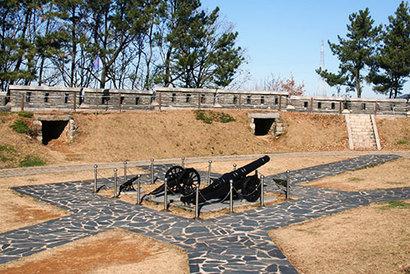 신미양요의 격전지 광성보. 조선군은 용감하게 싸웠으나 결국 어재연 장군을 비롯한 350여 명의 조선군이 전사했다. 사진=구완회 제공