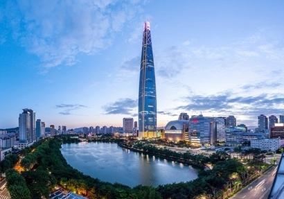 전 세계에서 다섯 번째로 높은 건물 롯데월드타워에는 '시그니엘 레지던스'와 '프리미어7'이 있다. 사진=롯데건설